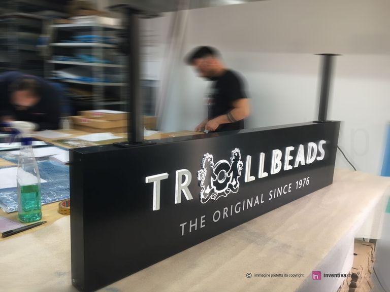 Lavorazione BoxLed a bandiera soffitto: negozi di moda Trollbeads