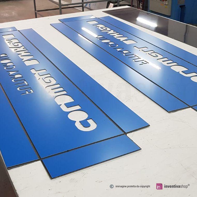 Insegna BoxLed: Box aperto colore azzurro opaco